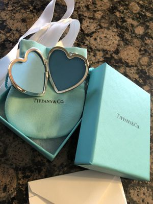 TIFFANY & CO SILVER DAISY HEART LOCKET **ZIEGFELD COLLECTION **BRAND NEW for Sale in Rocky River, OH