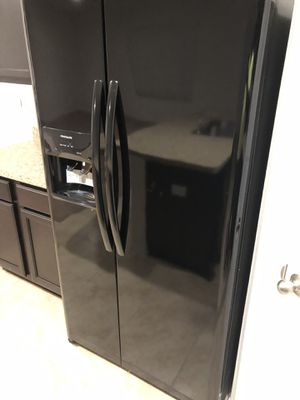 Refrigerator and range for Sale in Winter Haven, FL