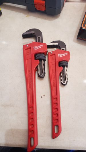 Milwaukee pipe wrench 18 and 14 for Sale in Phoenix, AZ