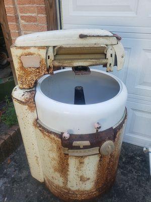 Wizard antique wash machine with ringer for Sale in Batesburg-Leesville, SC