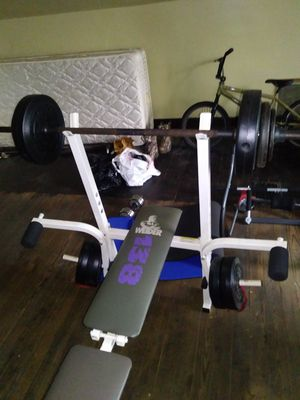 Weight bench with workout equipment for Sale in Duquesne, PA
