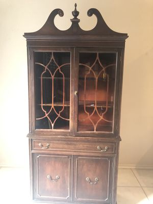 Antique China cabinet for Sale in San Jacinto, CA