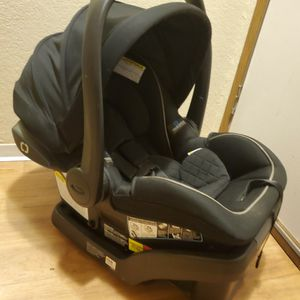 Graco infant carseat with base for Sale in Tacoma, WA