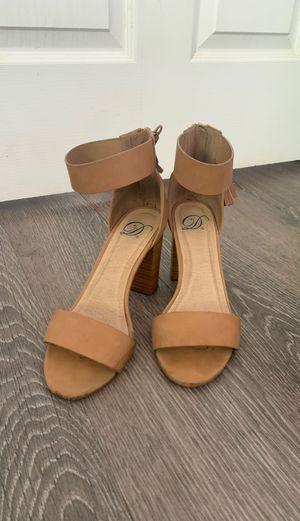 Beige heel sandal for Sale in Claremont, CA