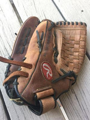 Baseball glove for Sale in Ceres, CA