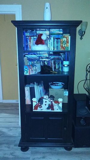 Two book shelves 5 ft 9 in tall by 2ft 4in wide by 1 ft 8 in deep for Sale in Vallejo, CA