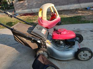 A Honda lawn mower for Sale in Bakersfield, CA