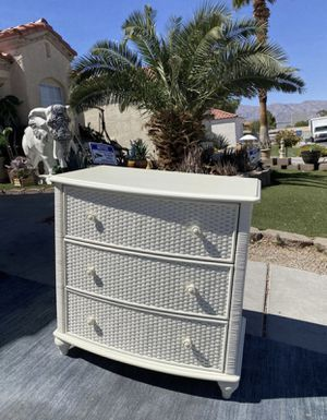 Pier 1 imports 3 drawers small dresser ( FREE DELIVERY 🚚) EXCELLENT CONDITIONS for Sale in North Las Vegas, NV