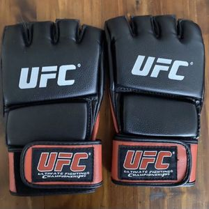 UFC Gloves Size L/XL BRAND NEW for Sale in Gilbert, AZ
