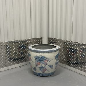 Large Flower Pot/vase for Sale in New Castle, DE