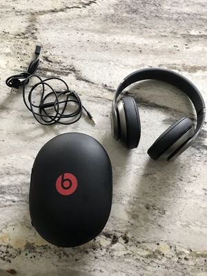 Beats wireless studio 2.0 grey barely used!!! Great condition for Sale in Odessa, FL