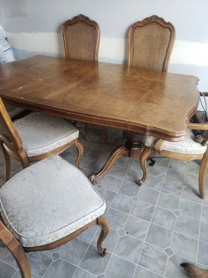 Solid wood kitchen table. for Sale in Omaha, NE