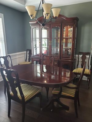 Traditional Dining Room Set for Sale in Youngsville, NC