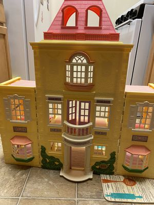 Fisher Price Loving Family 2005 Doll House for Sale in Woodbridge, VA