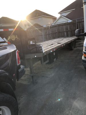 2010 King ranch 30 ft trailer with ramps and sliding straps. for Sale in Houston, TX