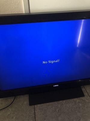 """37"""" vizio smart tv for Sale in Fresno, CA"""