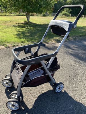 Chicco Keyfit Car seat and adapter for Sale in Tucson, AZ