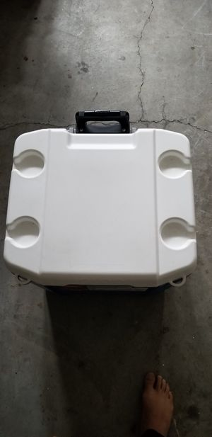 Igloo cooler for Sale in Franklin, TN