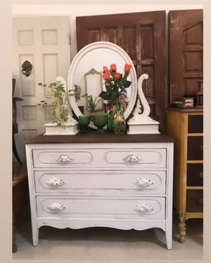 Gorgeous antique dresser mirror white for Sale in Miami, FL