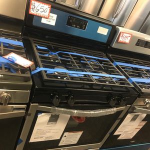 NEW SCRATCH AND DENT WHIRLPOOL STAINLESS STEEL GAS STOVE WITH WARRANTY for Sale in Laurel, MD
