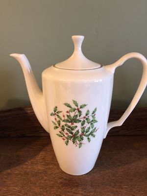 Lenox Holly coffee pot, perfect condition, never used, only displayed for Sale in Sykesville, MD