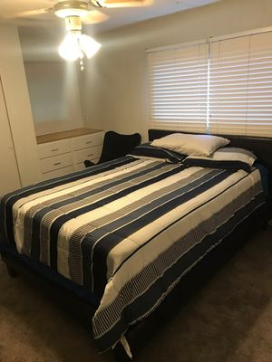 COMPLETE QUEEN BEDROOM SET-UP LOTS OF ITEMS $500 FIRM ** EVERYTHING QUEEN SIZE ** ** MATTRESS ** BOX SPRING ** HEADBOARD ** SHEETS (INCLUDES ONE for Sale in Largo, FL