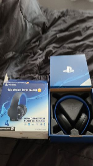 Gold wireless stereo headset for PS4 for Sale in La Salle, MI