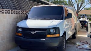 Chevy Express Van 3500 (DOES NOT RUN) NO CORRE selling as is for Sale in Lancaster, CA