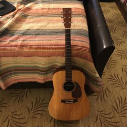 Martin Guitar Martin&co Dx1 Dreadnought Solid Spruce Top Amzin Condition With Nice Hard Case for Sale in Santa Clarita,  CA