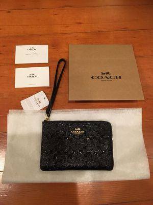 Authentic Coach Wristlet Wallet Purse with gift box for Sale in San Francisco, CA