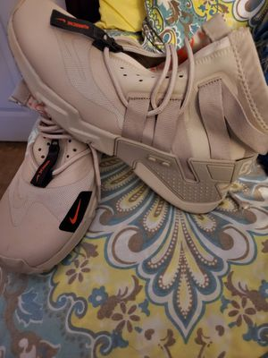 Mens Nike Grip Hurrican Shoes for Sale in Las Vegas, NV