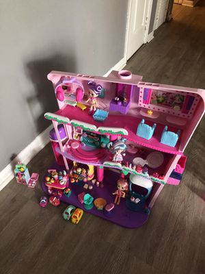 Shopkins Mall with over 100 Shopkins, regular price $119 and doesn't include extra Shopkins for Sale in Tampa, FL