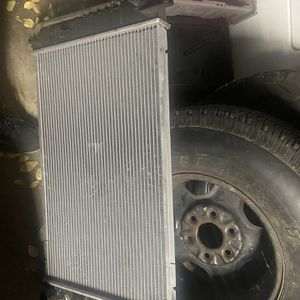 99-06 Chevy GMC Radiator 5.3 4.8 for Sale in Stockton, CA