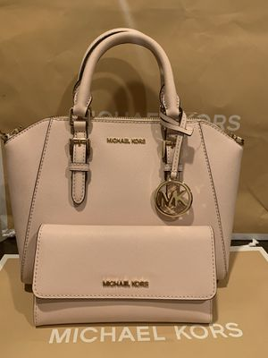 Brand new!!! 💯Real !!! Michael kors Ciara medium messenger purse comes with the shoulder strap and matching wallet for Sale in Chino Hills, CA