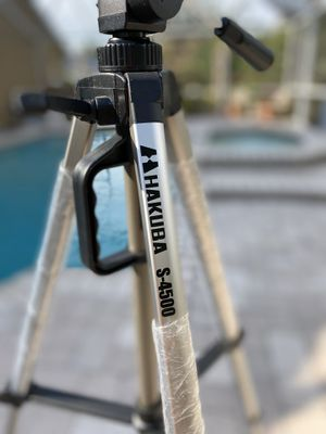 LIKE-NEW HAKUBA TRAVEL TRIPOD, 60-INCH FOR SLR/DIGITAL CAMERA/VIDEO, SUPPORTS 12 LBS. COMPACT! for Sale in Valrico, FL