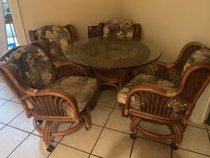 *KITCHEN TABLE AND 4 chairs in excellent condition!* for Sale in Portland, OR