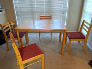 Dining Table with 4 chairs for Sale in Marietta, GA