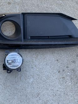 Honda Civic Drivers Side Fog Light for Sale in Lombard,  IL