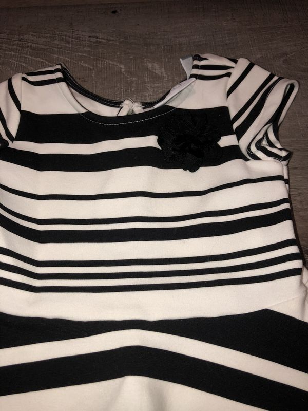 NWOT girls 2T Children's Place white Holiday dress w/ black stripes & flower on the front