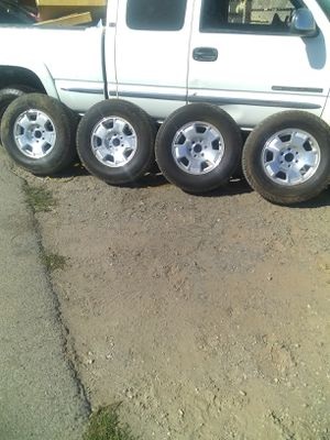 Chevy 6 lugs 265/70R17 for Sale in Oakley, CA