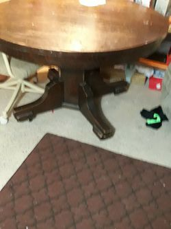 Old Claw Foot Table for Sale in Fairmont,  WV
