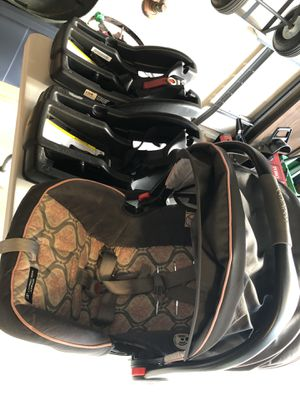 Graco SnugRide Click Connect LX Infant Car Seat and 2 bases for Sale in Chicago, IL