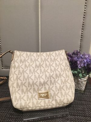 Two Michael kors crossbody purses excellent condition for Sale in Hilliard, OH