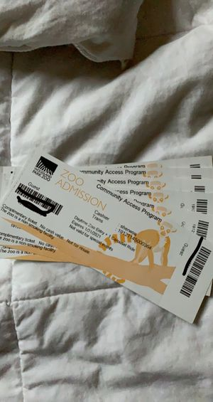 6 tickets to the zoo. for Sale in Auburn, WA