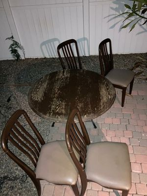 Free round brown table and four chairs for Sale in Fullerton, CA
