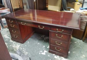 Traditional executive office desk $300 (good condition) for Sale in Houston, TX