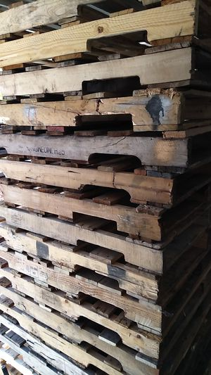 Wood pallets 48 by 40 four way for Sale in Las Vegas, NV