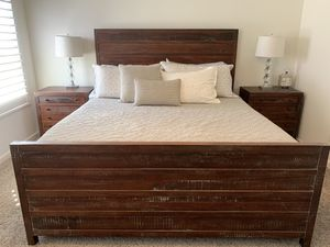 New 4-piece California King bedroom set for Sale in Fresno, CA