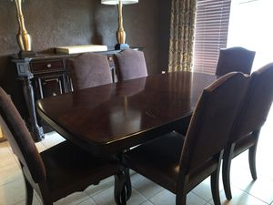 Dining room set with 6 matching chairs for Sale in Miami, FL