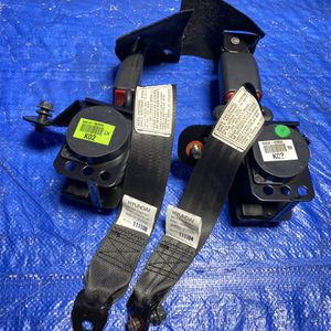 12-17 Hyundai Veloster Rear Seat Belt for Sale in Opa-locka, FL